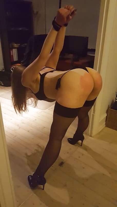 Belle blonde cherche un maître pour séances de fessées et de soumission