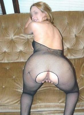 Bonne baiseuse, blonde, 24 ans, pour groupe d'hommes TBM