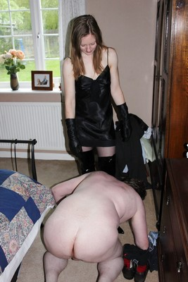 Femme cherche maître ou/et maîtresse pour son mari