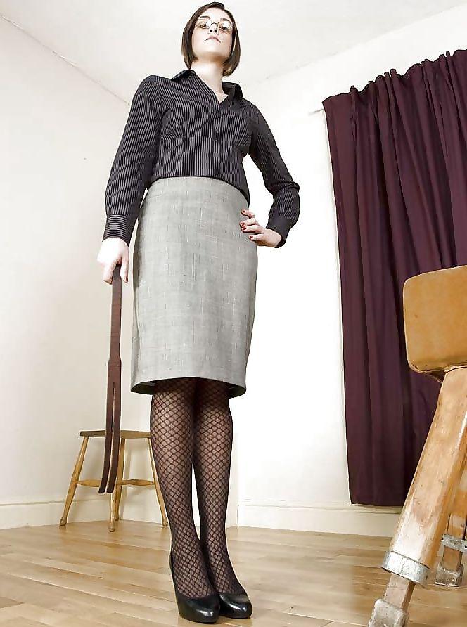 Femme dominatrice à la recherche d'un jeunot pour une soirée de folie