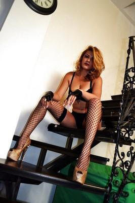 femme stricte cherche homme à punir