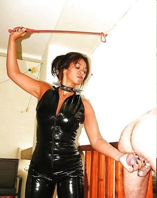 Princesse sadique cherche H endurant pour torture couilles et autre