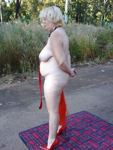 Gangbang en extérieur avec une femme mature